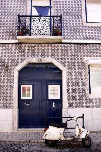 The blue door by Mireille